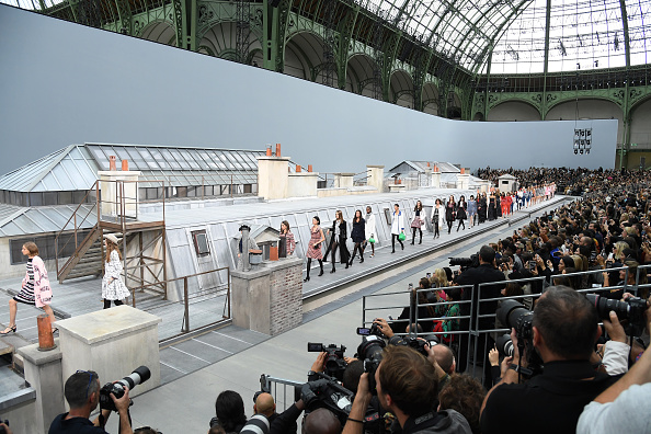Catwalk - Stage「Chanel : Runway - Paris Fashion Week - Womenswear Spring Summer 2020」:写真・画像(14)[壁紙.com]