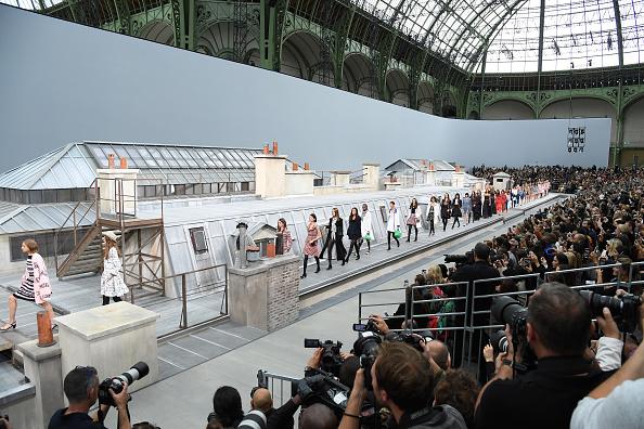 Catwalk - Stage「Chanel : Runway - Paris Fashion Week - Womenswear Spring Summer 2020」:写真・画像(13)[壁紙.com]