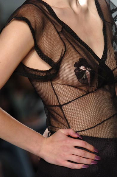 Extreme Close-Up「Jennifer Nicholson Spring 2005 - Runway」:写真・画像(4)[壁紙.com]
