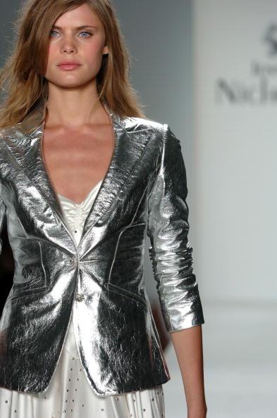 Extreme Close-Up「Jennifer Nicholson Spring 2005 - Runway」:写真・画像(2)[壁紙.com]