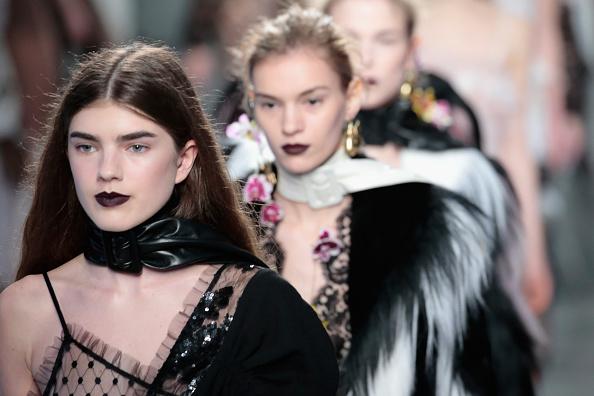 ニューヨークファッションウィーク「Rodarte - Runway - Fall 2016 New York Fashion Week」:写真・画像(14)[壁紙.com]