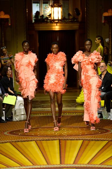 ニューヨークファッションウィーク「Christian Siriano - Runway - September 2018 - New York Fashion Week: The Shows」:写真・画像(1)[壁紙.com]