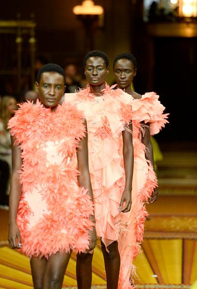 ニューヨークファッションウィーク「Christian Siriano - Runway - September 2018 - New York Fashion Week: The Shows」:写真・画像(2)[壁紙.com]