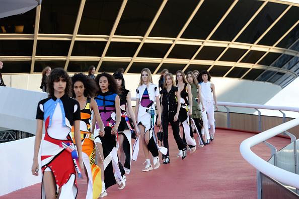 Resort「Louis Vuitton 2017 Cruise Collection」:写真・画像(13)[壁紙.com]