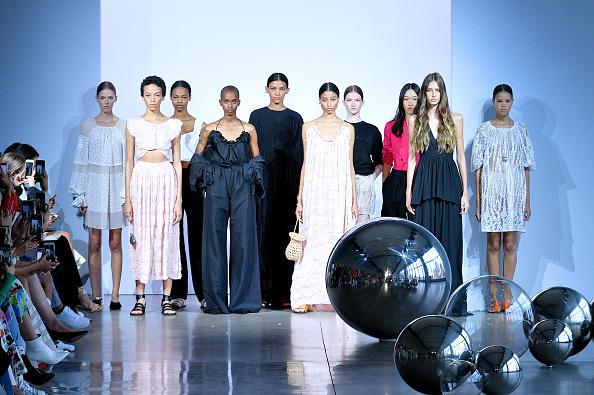 Noon by Noor「Noon By Noor - Runway - September 2019 - New York Fashion Week: The Shows」:写真・画像(0)[壁紙.com]