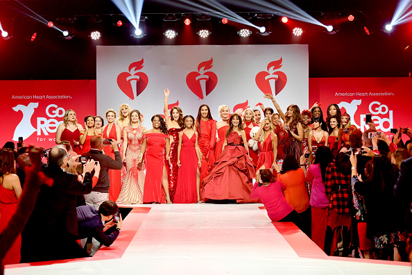 Hammerstein Ballroom「The American Heart Association's Go Red For Women Red Dress Collection 2019 Presented By Macy's - Runway」:写真・画像(2)[壁紙.com]