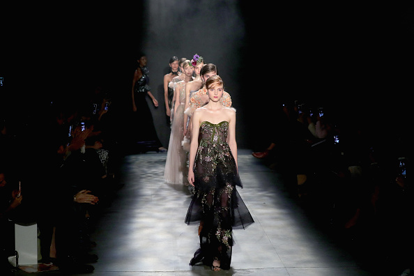 ファッションショー「Marchesa - Runway - February 2017 - New York Fashion Week: The Shows」:写真・画像(18)[壁紙.com]