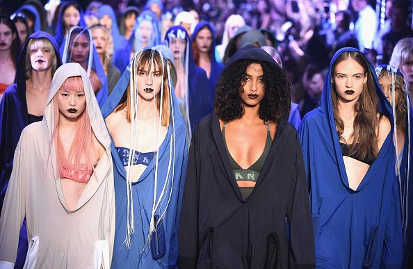 ニューヨークファッションウィーク「DKNY Women's - Runway - September 2016 - New York Fashion Week」:写真・画像(12)[壁紙.com]