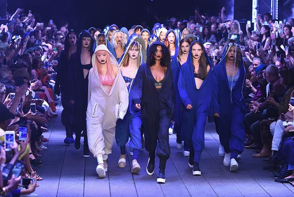 ニューヨークファッションウィーク「DKNY Women's - Runway - September 2016 - New York Fashion Week」:写真・画像(11)[壁紙.com]