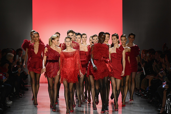 ニューヨークファッションウィーク「Badgley Mischka - Runway - February 2019 - New York Fashion Week: The Shows」:写真・画像(0)[壁紙.com]