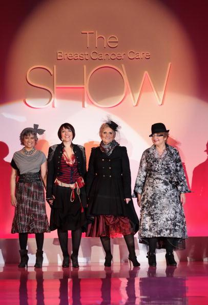 Breast「Fashion Show - Runway: Breast Cancer Care 2010」:写真・画像(6)[壁紙.com]