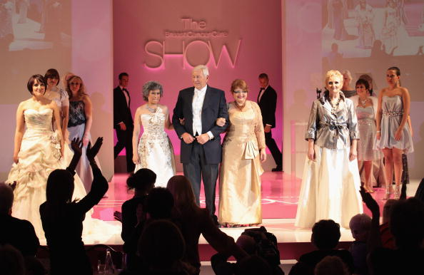 Breast「Fashion Show - Runway: Breast Cancer Care 2010」:写真・画像(2)[壁紙.com]