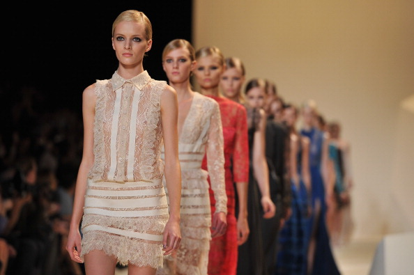 ファッションモデル「Elie Saab: Runway - Paris Fashion Week Womenswear Spring / Summer 2013」:写真・画像(9)[壁紙.com]