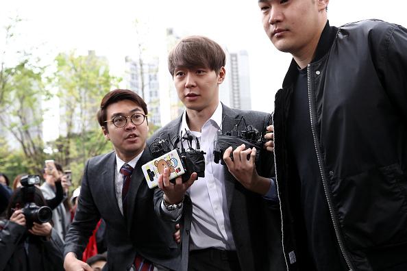 Small Group Of People「JYJ's Park Yoo-chun Appears At Suwon Court」:写真・画像(5)[壁紙.com]