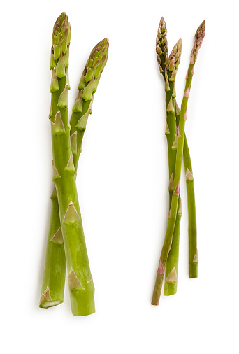 Asparagus「Overhead of five stalks of asparagus on white」:スマホ壁紙(4)