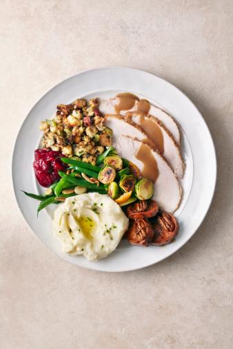 Pecan「Overhead of Turkey meal on plate」:スマホ壁紙(3)