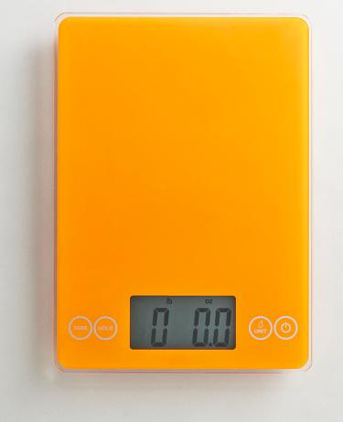Zero「Overhead of orange food scale on white background」:スマホ壁紙(8)