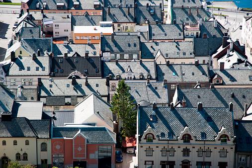 アクスラ山「Overhead of city rooftops from Mt. Aksla viewpoint」:スマホ壁紙(5)