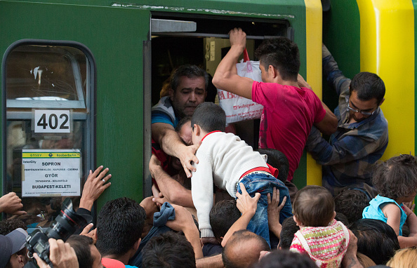 Land Vehicle「Doors Are Opened To Migrants At Budapest Railway Station」:写真・画像(8)[壁紙.com]