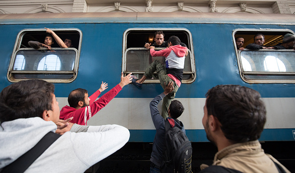 Land Vehicle「Doors Are Opened To Migrants At Budapest Railway Station」:写真・画像(7)[壁紙.com]