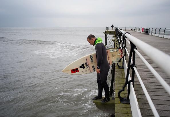 Carl Frampton「Surfing on the North East coast of Britain」:写真・画像(8)[壁紙.com]