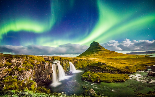 Awe「Aurora over Kirkjufell and waterfall at night」:スマホ壁紙(2)