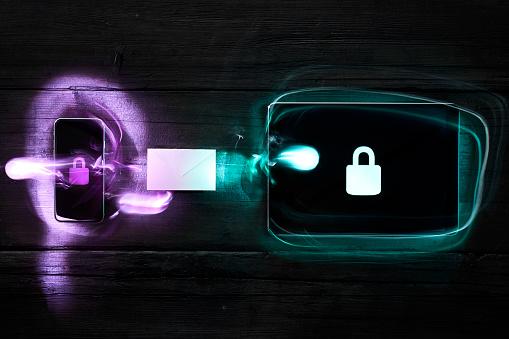 Dark Web「Locks on smartphone and digital tablet, data encryption」:スマホ壁紙(19)
