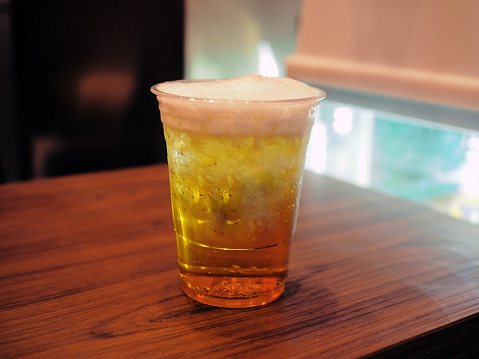 Dessert Topping「A plastic glass of butter beer, mixed butterscotch syrup with cream soda.  Delicious non alcohol mocktail or colorful cocktail.」:スマホ壁紙(2)