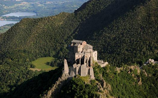 Abbey - Monastery「Saint Michael's Abbey, Sacra di San Michele, aerial view, Piedmont」:スマホ壁紙(10)