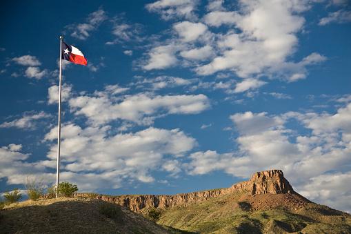 Pole「Texas State Flag and Bluff」:スマホ壁紙(4)