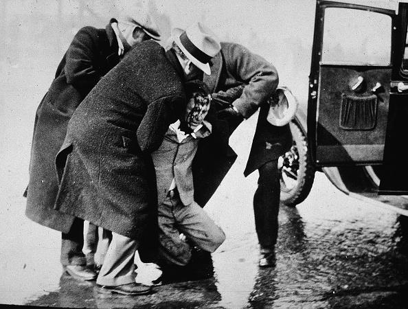 Dearborn - Michigan「Men Helping Injured In Ford Plant Riot」:写真・画像(2)[壁紙.com]