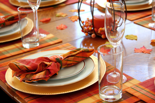 Place Setting「Autumnal table settings on orange placemats」:スマホ壁紙(9)