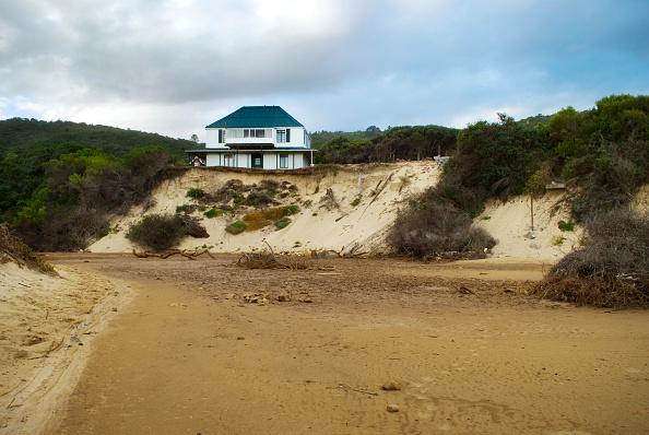 Threats「House threatened by erosion」:写真・画像(3)[壁紙.com]