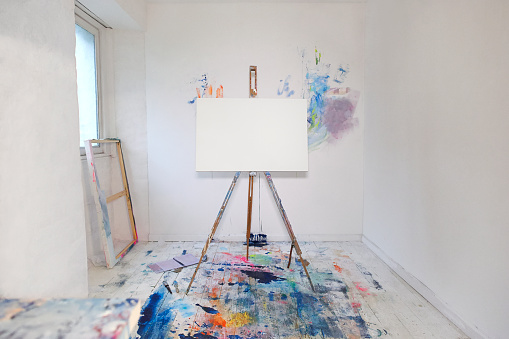 Art「Blank canvas on easel and paint in artist studio.」:スマホ壁紙(18)