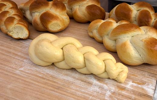 Loaf of Bread「Fresh Challah Bread」:スマホ壁紙(17)