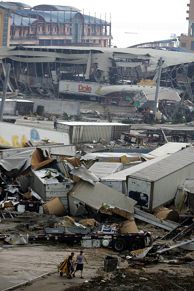 Heap「Rescue And Cleanup Efforts Continue In Katrina's Wake」:写真・画像(14)[壁紙.com]