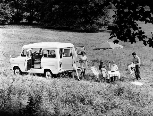 Camping Chair「Family group with a 1968 Ford Explorer Camper van, (1968?).」:写真・画像(2)[壁紙.com]