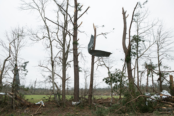 Damaged「Deadly Storms And Tornadoes Sweep Across Southeast Causing Widespread Damage」:写真・画像(4)[壁紙.com]