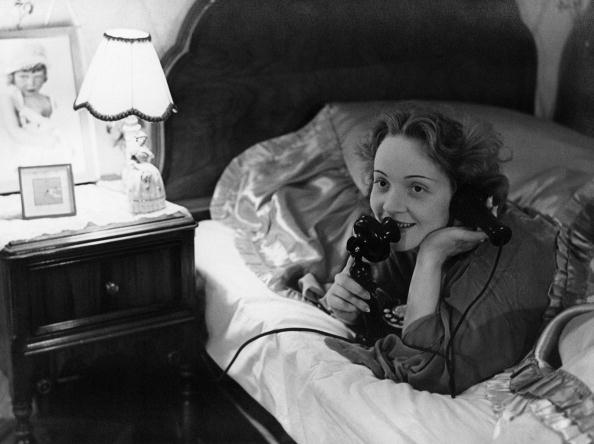Marlene Dietrich「Bed Phone」:写真・画像(6)[壁紙.com]