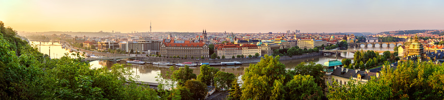 Charles Bridge「high resolution panoramic view of Prague in the morning. Czech Republic」:スマホ壁紙(17)