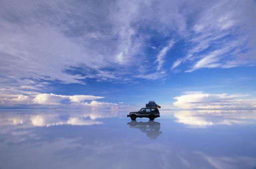 Mid Distance「Bolivia, Salar de Uyuni, expedition vehicle」:スマホ壁紙(13)
