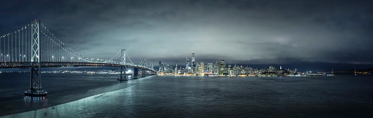 アメリカ合衆国「ベイブリッジをサンフランシスコのスカイラインの夜景。」:スマホ壁紙(10)