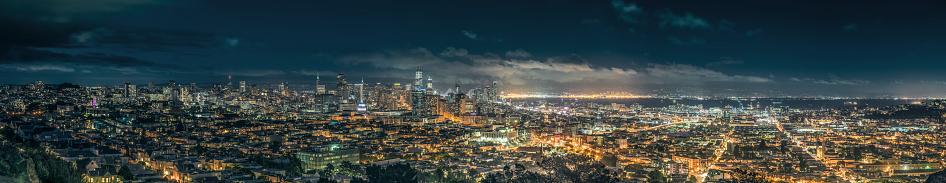 アメリカ合衆国「全体のサンフランシスコのスカイラインの夜景。」:スマホ壁紙(9)