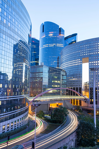 Footbridge「Financial District La Defense in Paris, France」:スマホ壁紙(0)
