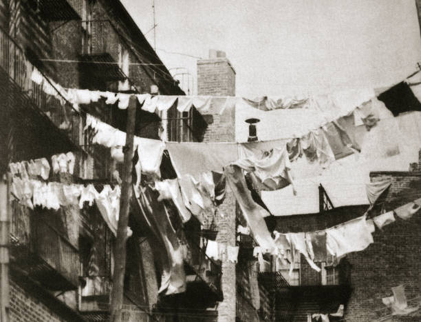 Wash Day At Some New York Tenement Buildings USA Early 1930s:ニュース(壁紙.com)