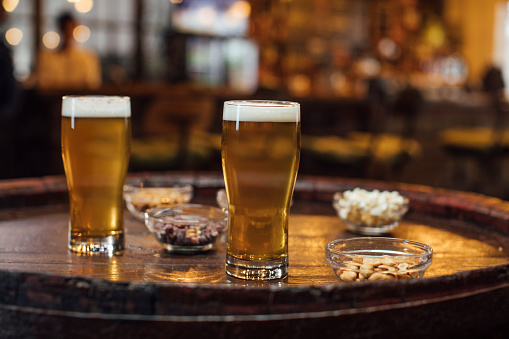 Craft Beer「Happy Hour at a Local Pub: Two Glasses of Light Lager Beer and Snacks on a Wooden Table」:スマホ壁紙(18)