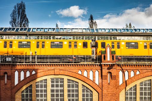 Cable Car「Subway metro train in Berlin on Oberbaum bridge」:スマホ壁紙(16)