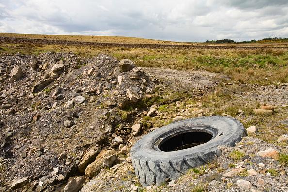 Lebanon - Country「Tyre in brownfield landscape, UK」:写真・画像(7)[壁紙.com]