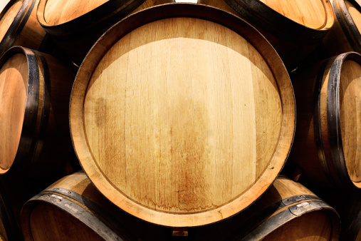 Waiting「End-on view of oak wine barrel with copy space」:スマホ壁紙(8)