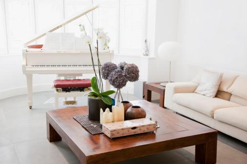 イギリス「ピアノと家具のリビングルーム」:スマホ壁紙(13)